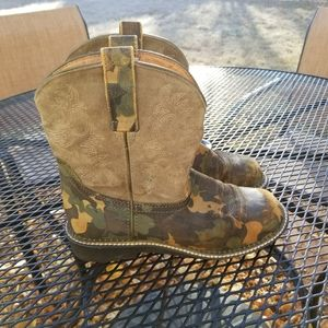 Ariat Fat Baby camo cowgirl boots